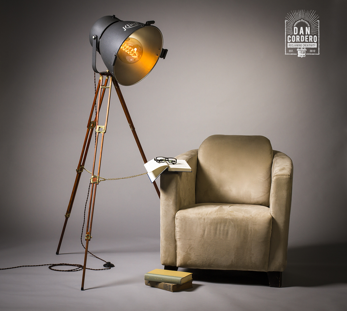 Vintage Theater Tripod Light Floor Lamp